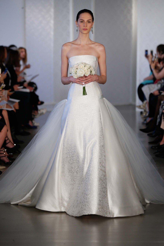 eaadce711 15 فستان زفاف كلاسيكيّ لعروس مفعمة بالأناقة
