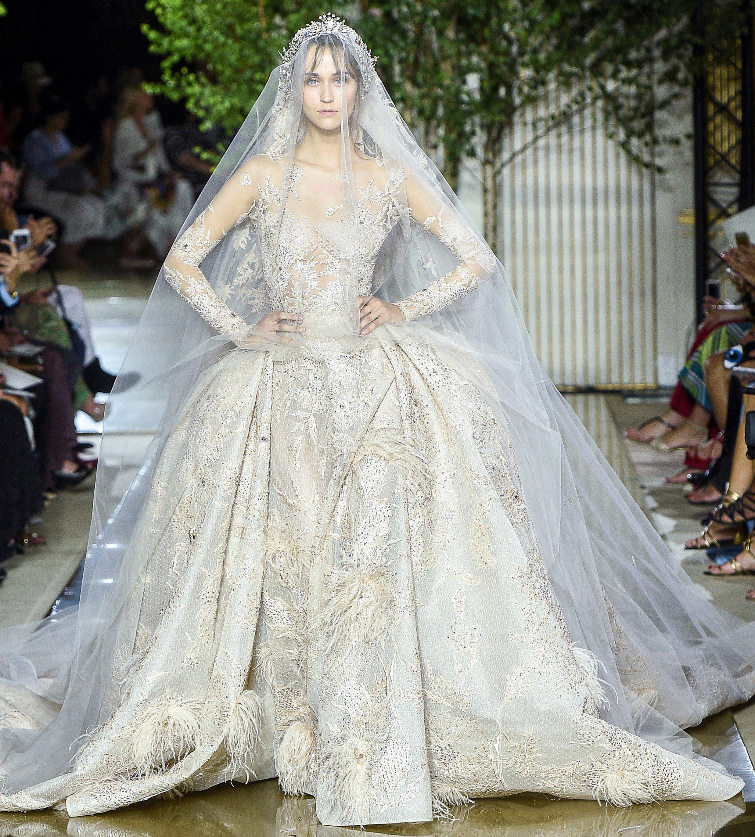 d663c3b0a أجمل فساتين الزفاف من أسبوع الموضة الباريسيّ للخياطة الراقية لخريف 2017