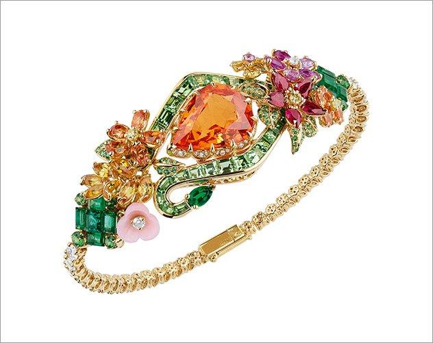 98e8e1001 مجوهرات من الأحجار الكريمة الملونة لعروس 2018