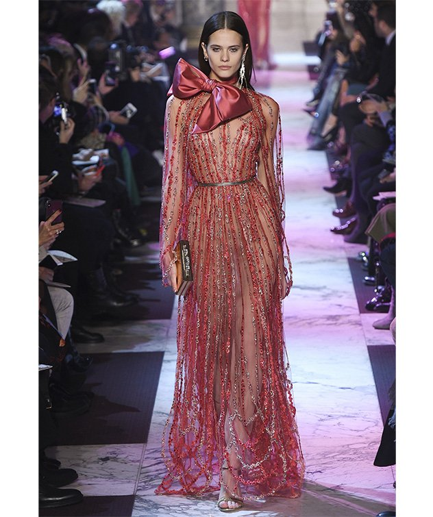 452615f838fa0 فستان من Alberta Ferreti من مجموعة الخياطة الراقية لربيع 2018