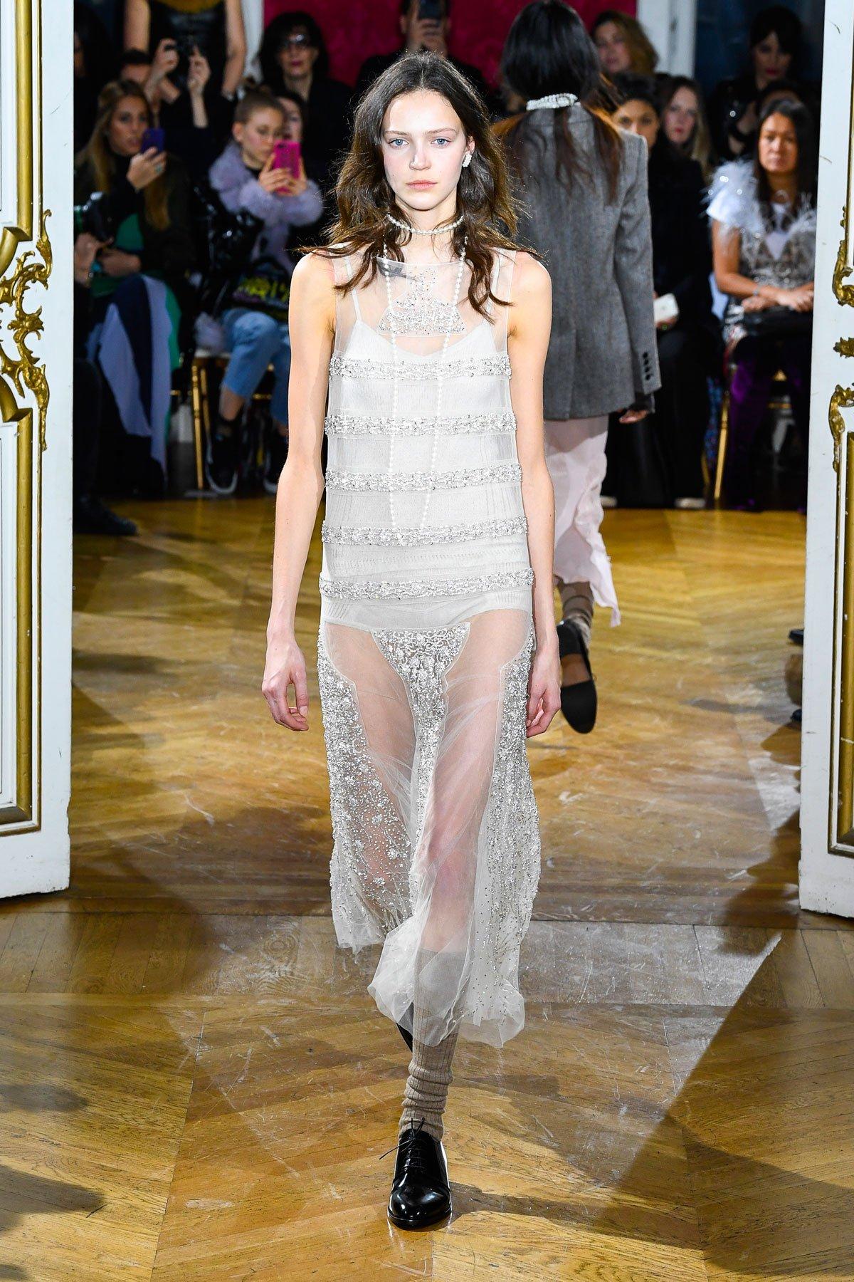 e570d1f1e عرض أزياء John Galliano لخريف 2018، خلال أسبوع الموضة في باريس. خريف 2018,  ربيع 2018