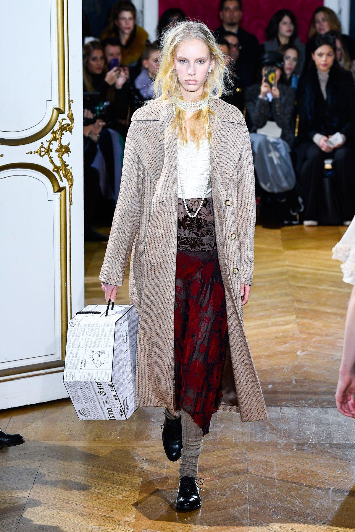 1f4156d36 عرض أزياء John Galliano لخريف 2018، خلال أسبوع الموضة في باريس