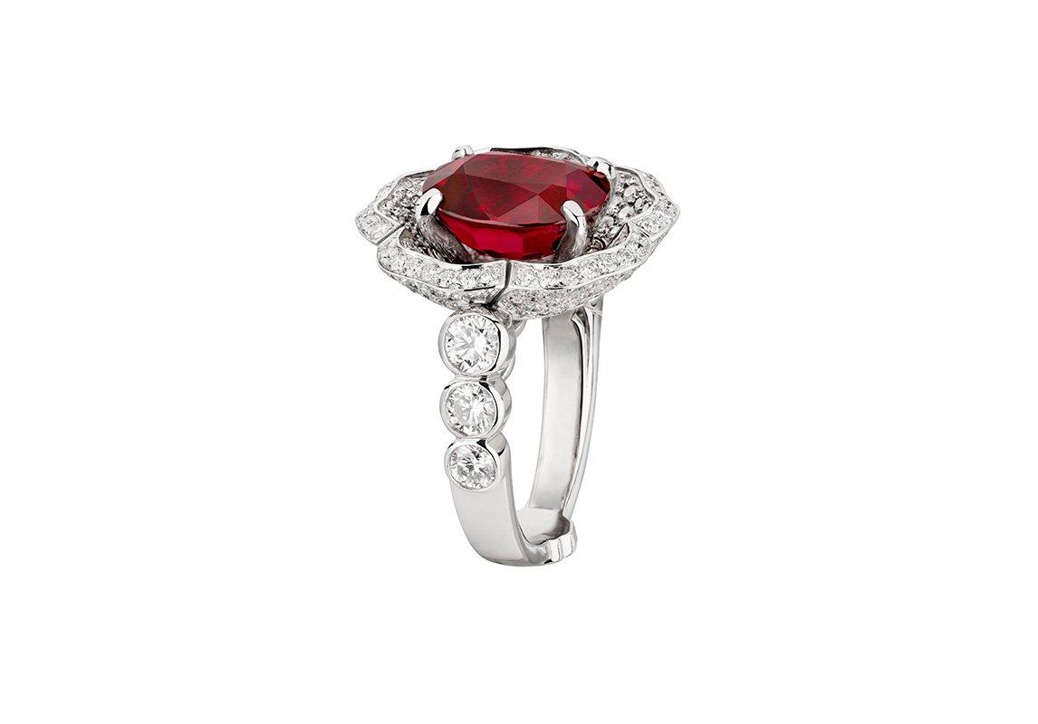 91cc03548 مجوهرات من الأحجار الكريمة الملونة تستحقّها كلّ عروس!