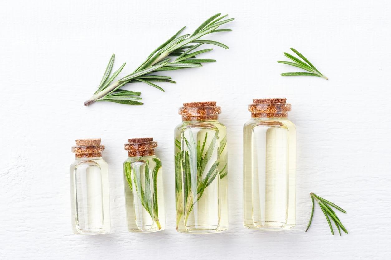 5 خلطات للشعر من اكليل الجبل للحفاظ على لمعان وصحة الشعر