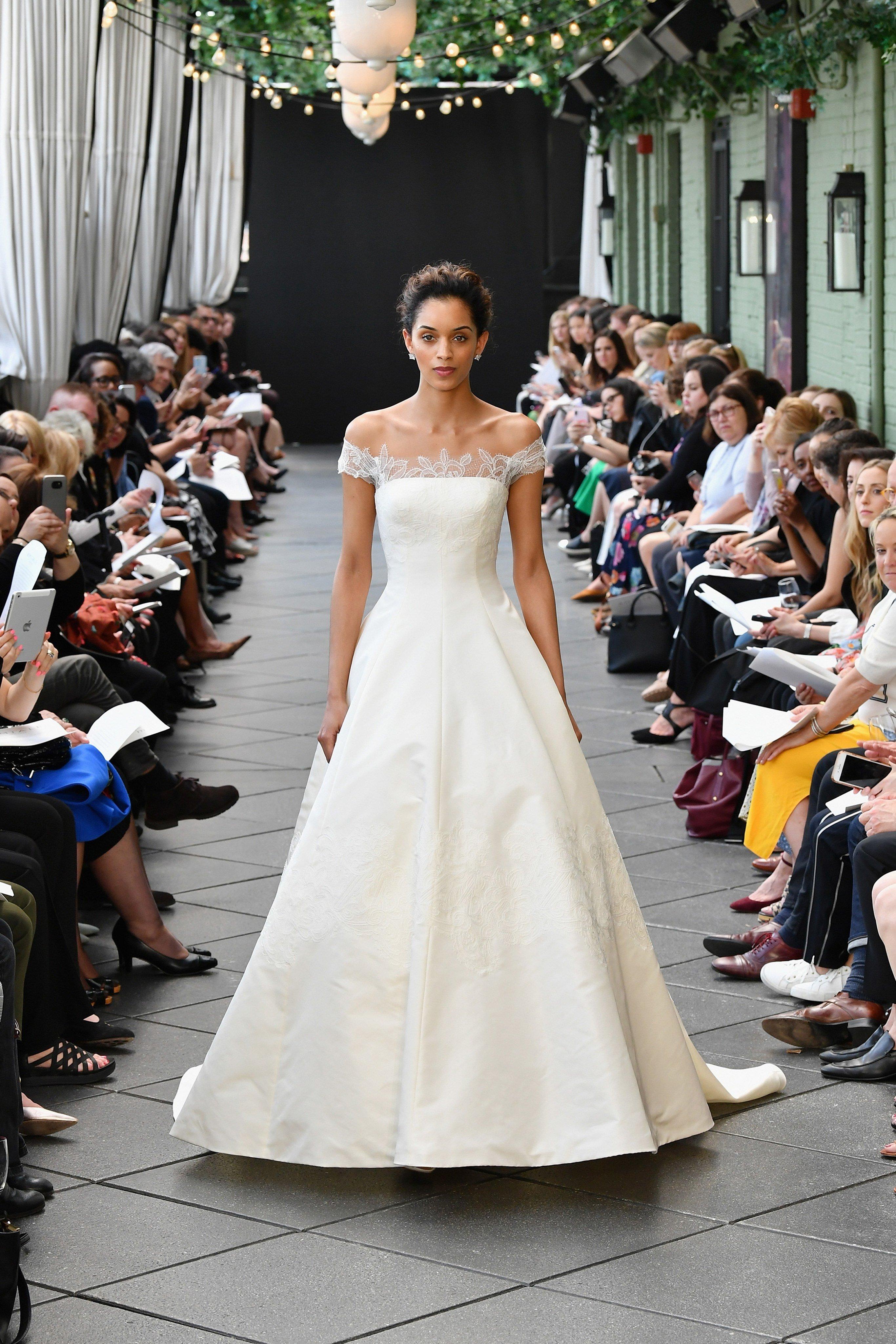 849cb522a2643 صور فساتين زفاف من مجموعات العرائس لربيع 2019. فستان فرح من Viktor   Rolf  فستان فرح من Amsale ...