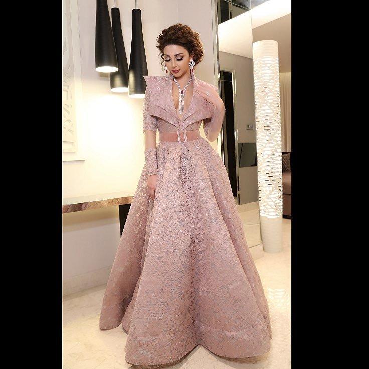 bf3d16186 فساتين سهرة من توقيع أبرز دور الأزياء السعودية