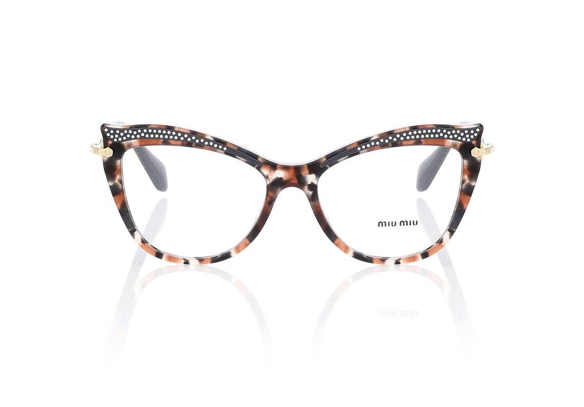 89847d6c9 نظارات طبية على شكل عيون القطة من Miu Miu موجودة لدى Mytheresa