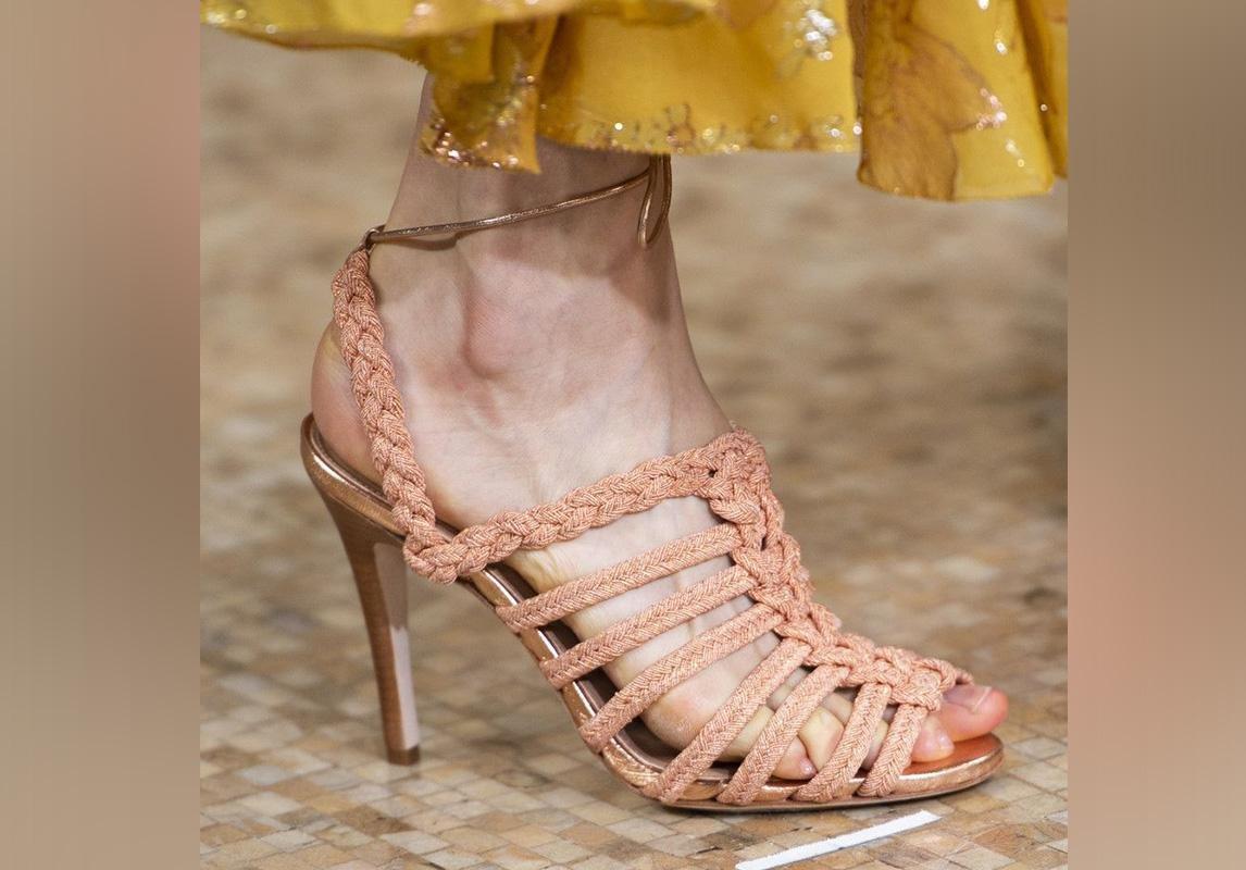 8adff8850 Philosophy Di Lorenzo Serafini اخر صيحات الموضة ربيع 2019 حذاء تصاميم احذية  صندل صنادل صيفية Ulla Johnson أولا جونسون