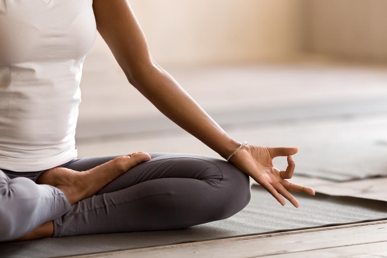 ما هي اليوغا وما فوئدها على صحة الإنسان Ellearabia