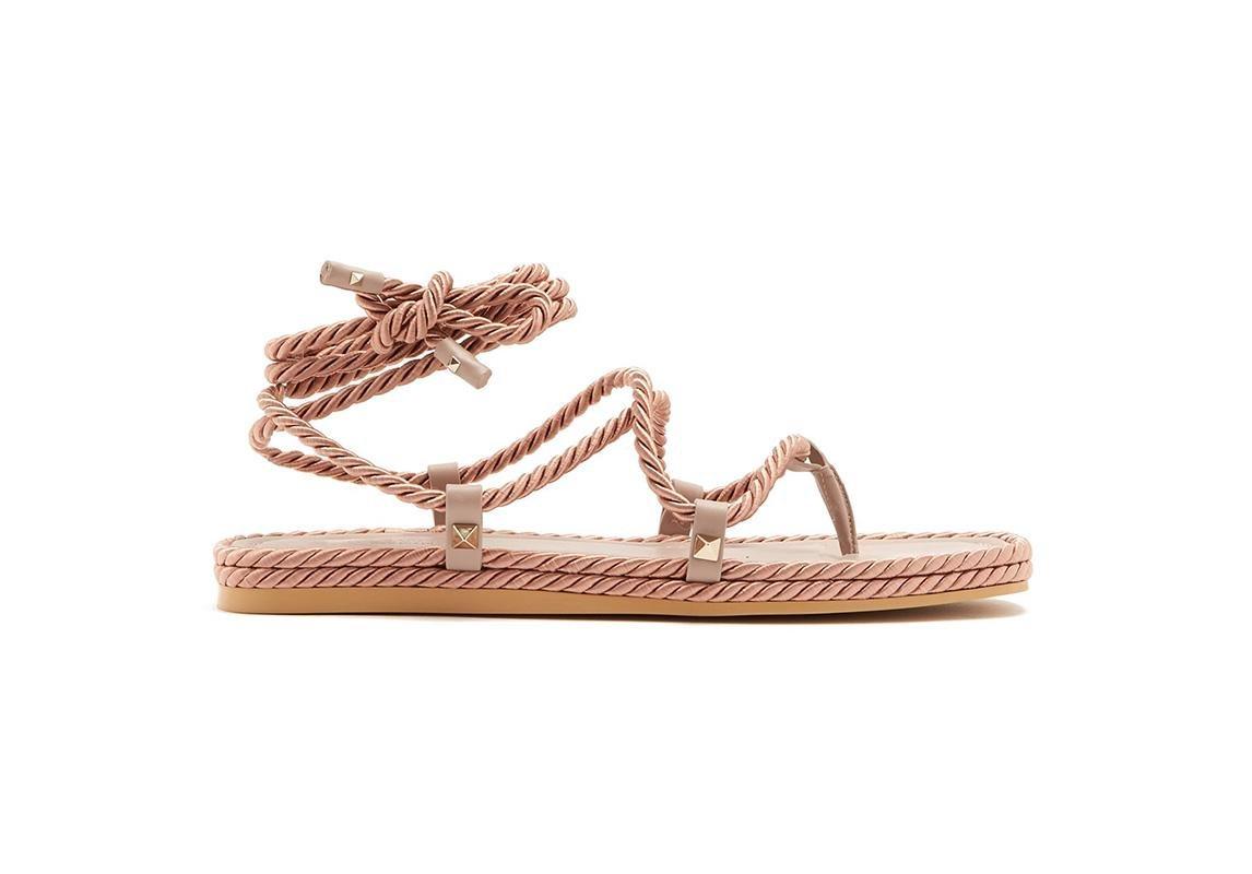 03f63531d صندال من Stuart Weitzman اخر صيحات الموضة ربيع 2019 حذاء تصاميم احذية صندل  صنادل صيفية فالنتينو valentino