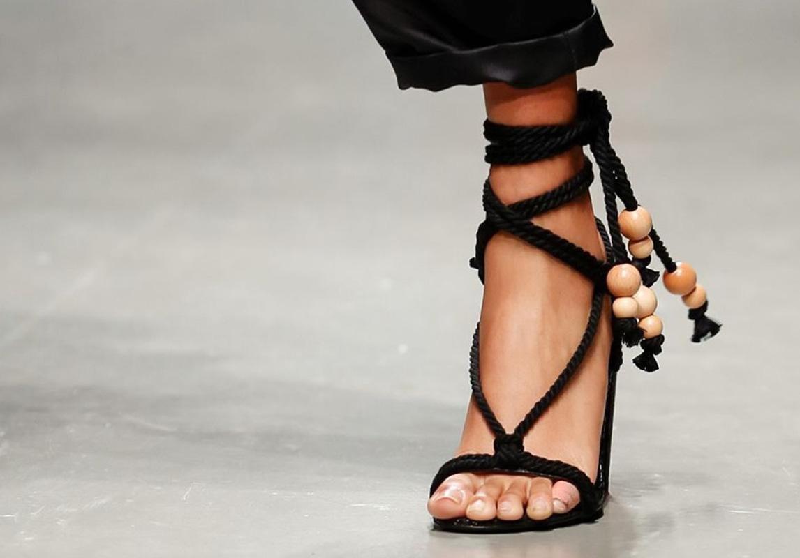 7fb86653e Monse اخر صيحات الموضة ربيع 2019 حذاء تصاميم احذية صندل صنادل صيفية  Philosophy Di Lorenzo Serafini فيلوسوفي