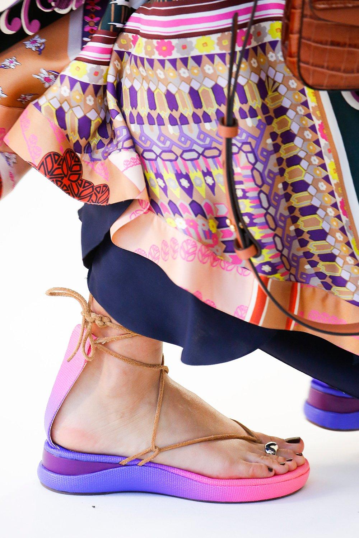 85ae201de81ed Valentino حذاء مسطّح حذاء الموسم أحذية رائجة مجموعات الدور العالمية ربيع  2019 chloe كلوي